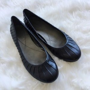 Womens Size 7 Naturalizer Black Leather Low Heels